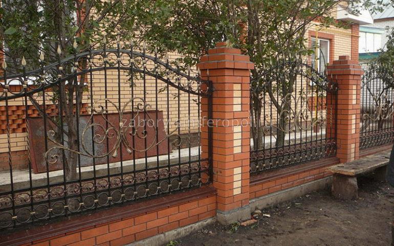 строительство заборов с ковкой в Симферополе