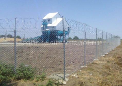 установить забор из сетки рабицы